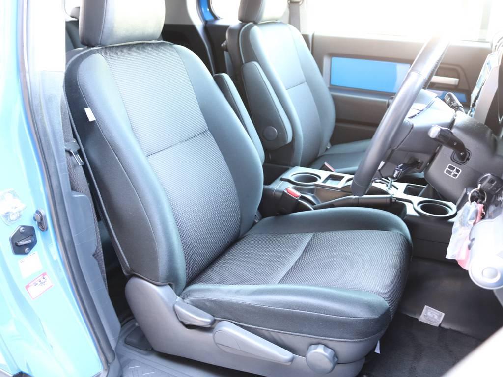 焦げ穴や大きなへたりも無く運転席の状態も良好です!撥水仕様のファブリックシートでアクティブに使えます! | トヨタ FJクルーザー 4.0 カラーパッケージ 4WD 2インチUP HDDナビ バックカメラ