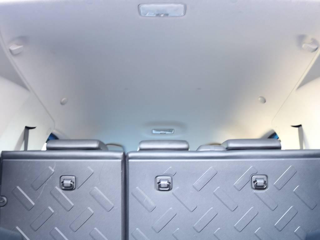 焦げ穴や大きなキズも無く天張りの状態も良好です!フリップダウンモニターの取り付け事例もございます。 | トヨタ FJクルーザー 4.0 カラーパッケージ 4WD 2インチUP HDDナビ バックカメラ