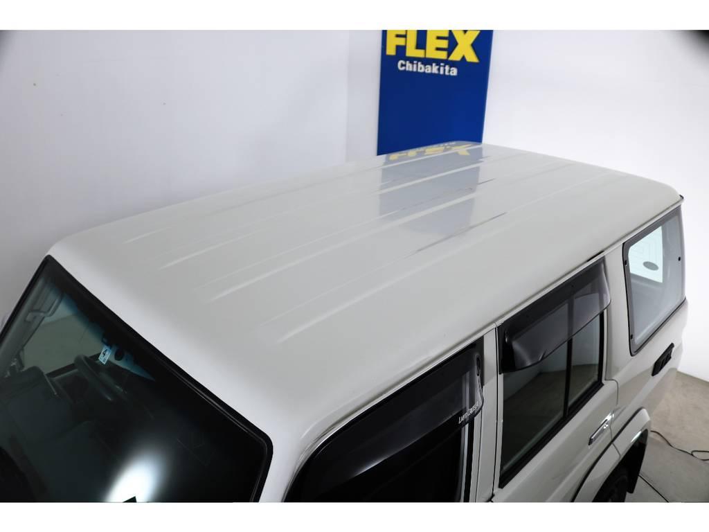 ルーフに大きな凹みなども見受けられずグッドコンディション! | トヨタ ランドクルーザー70 4.0 4WD オプションデフロック SDナビ