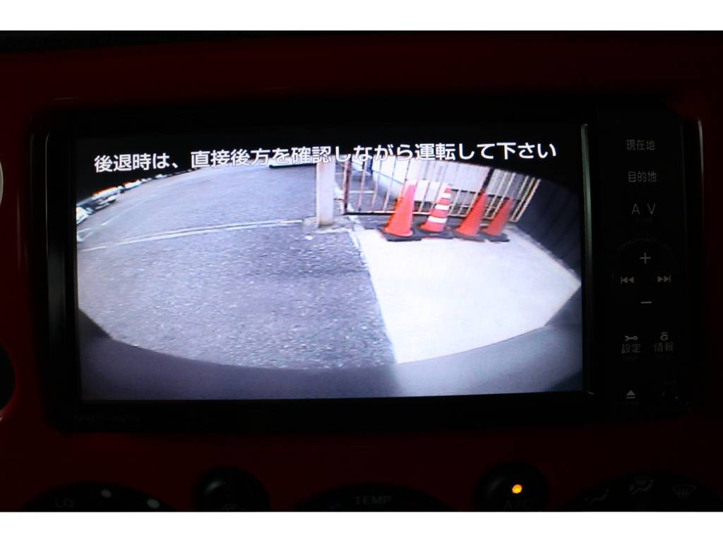 バックカメラも装着済みで安全後方視界! | トヨタ FJクルーザー 4.0 レッドカラーパッケージ 4WD 2インチUP SDナビ