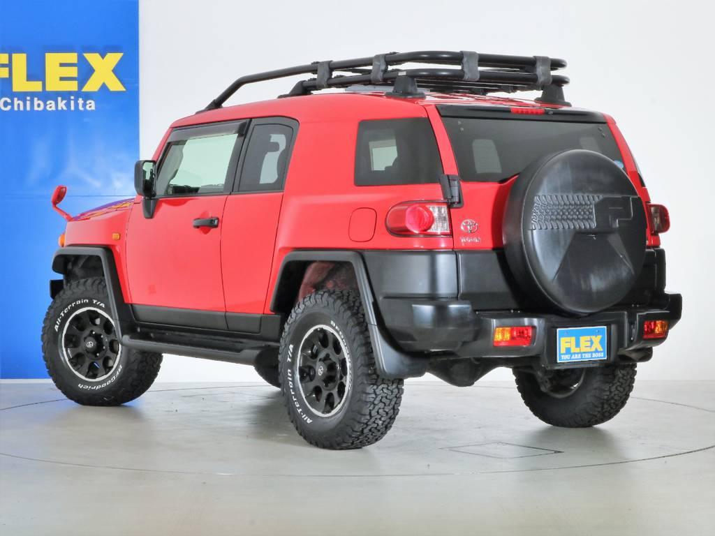 赤と黒で統一されたかっこいいカスタム内容です! | トヨタ FJクルーザー 4.0 レッドカラーパッケージ 4WD 2インチUP SDナビ
