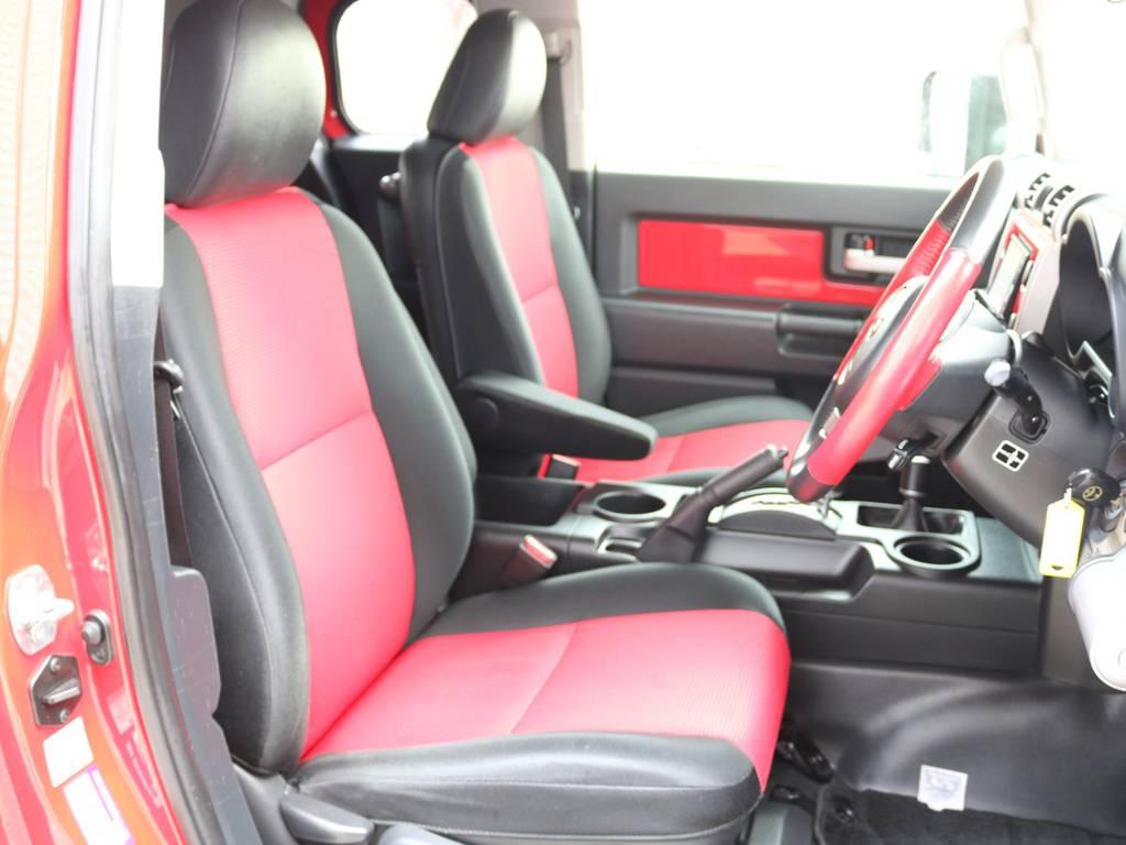 焦げ穴や大きなへたりも無く運転席の状態も良好です!撥水仕様のファブリックシートでアクティブに使えます! | トヨタ FJクルーザー 4.0 レッドカラーパッケージ 4WD 2インチUP SDナビ