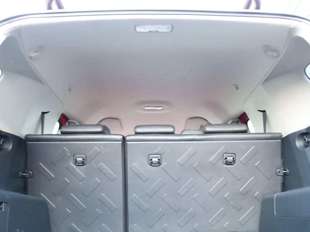 焦げ穴や大きなキズも無く天張りの状態も良好です!フリップダウンモニターの取り付け事例もございます。 | トヨタ FJクルーザー 4.0 レッドカラーパッケージ 4WD 2インチUP SDナビ