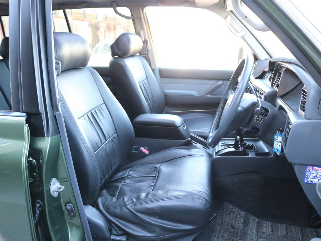 運転席は広々で快適な運転が楽しめます☆