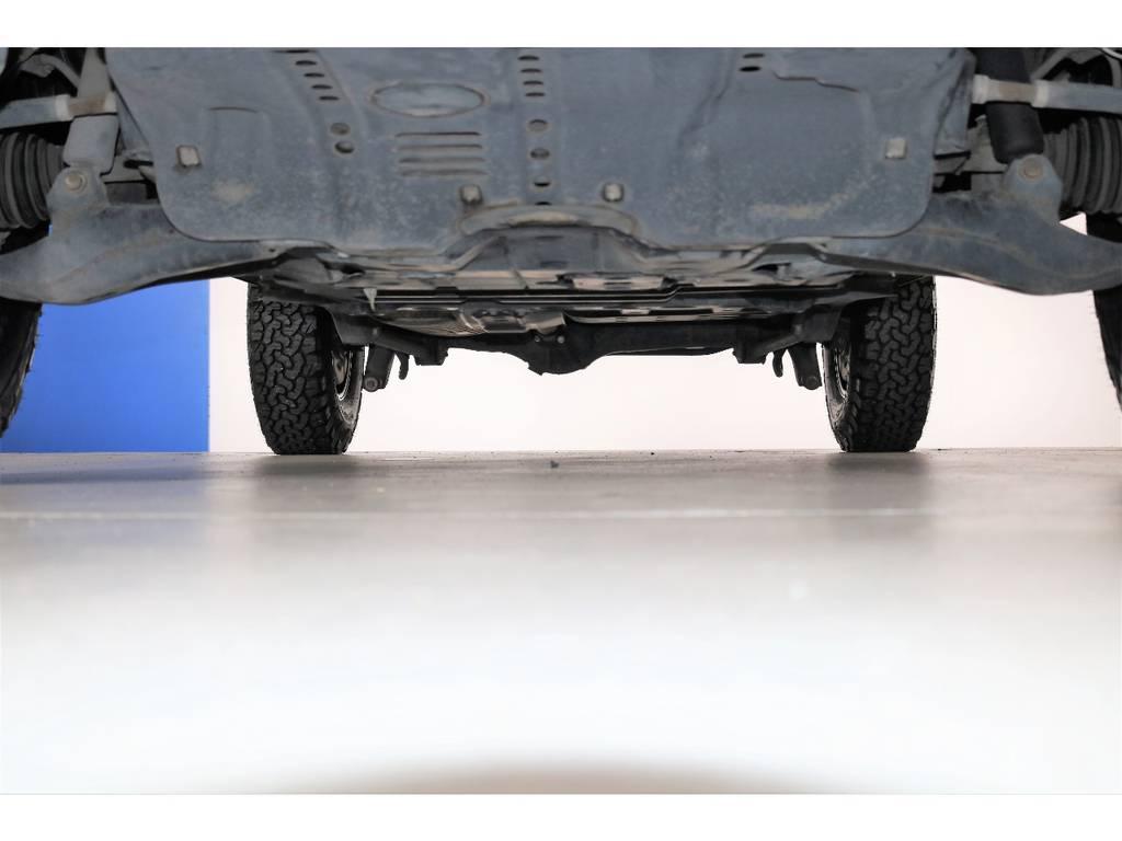 下回りは防錆塗装も承ります☆ | トヨタ ランドクルーザー100 4.2 VXリミテッド Gセレクション ディーゼルターボ 4WD 106 丸目 シートカバー