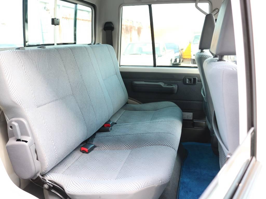 広々したセカンドシート!チャイルドシートもシートベルト固定に対応!