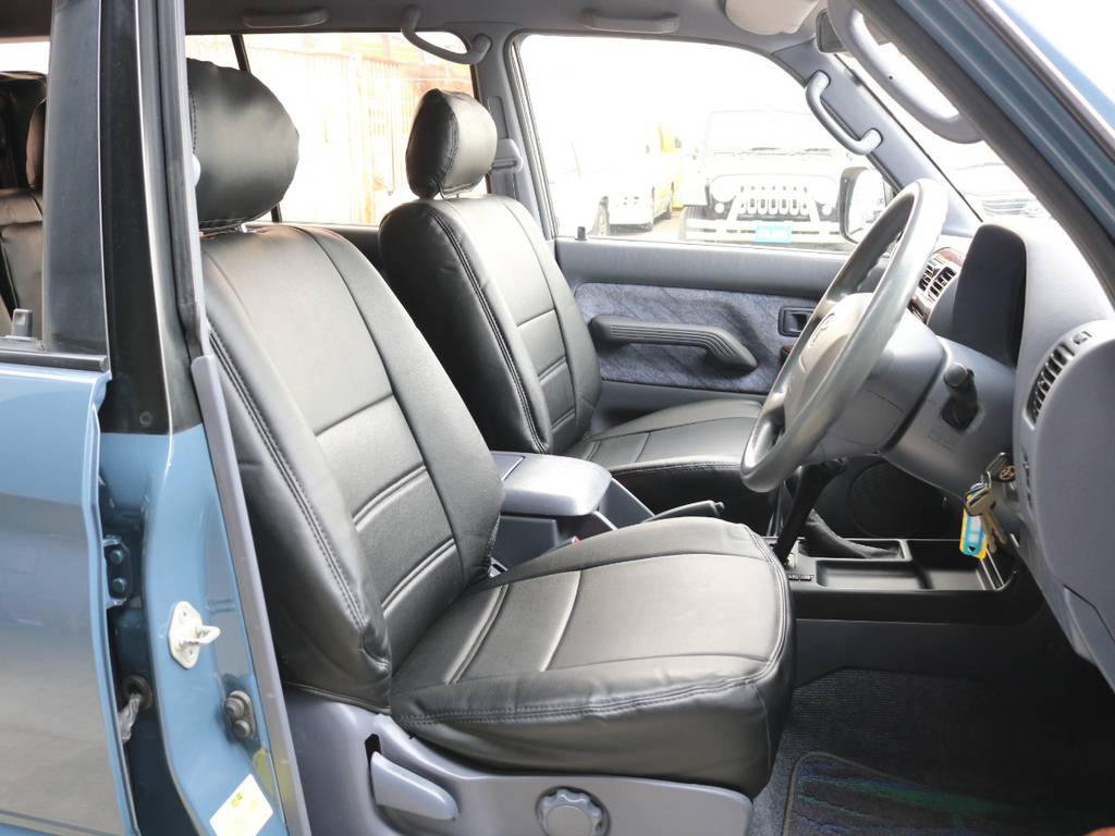 運転席は広々クッション性の高い座席で快適なドライブが出来ます☆ | トヨタ ランドクルーザープラド 2.7 TX 4WD ナロー仕様 SDナビ ETC Bカメラ