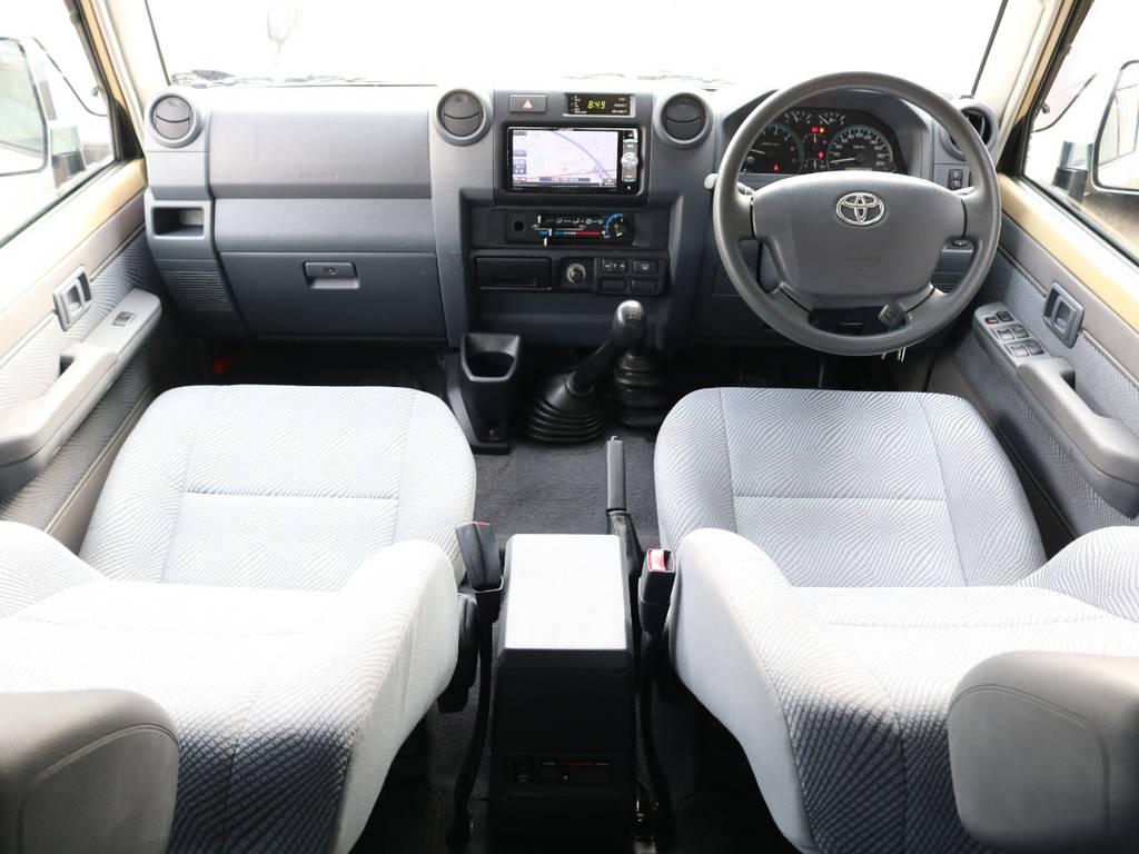 内装はシンプルな作りで当時のランクル70に近づけて作ってあります☆ | トヨタ ランドクルーザー70 4.0 4WD オプショングリル SDナビ ETC