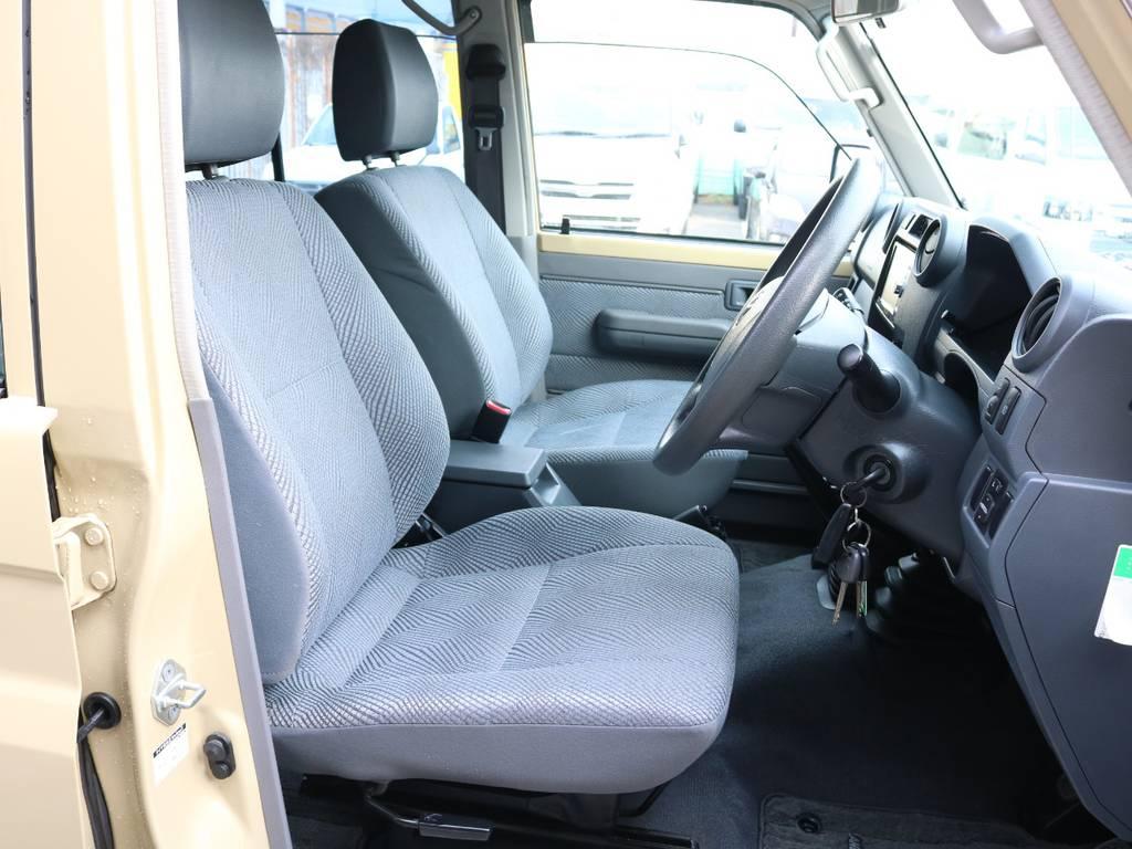 シートもシンプルでタフな使い方が出来ます☆ | トヨタ ランドクルーザー70 4.0 4WD オプショングリル SDナビ ETC
