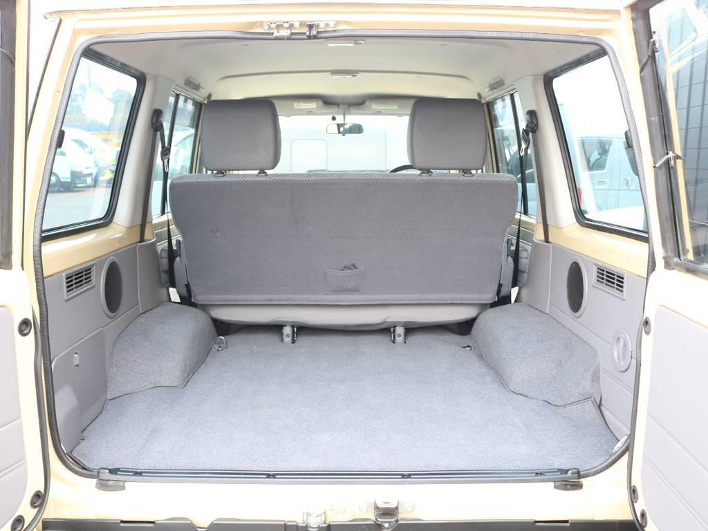 荷室はアウトドアには便利で積載量は多く積み込めます☆ | トヨタ ランドクルーザー70 4.0 4WD オプショングリル SDナビ ETC