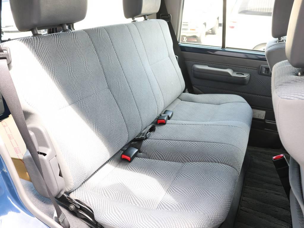 後部座席も広々で快適です☆1オーナーで綺麗に保たれております☆