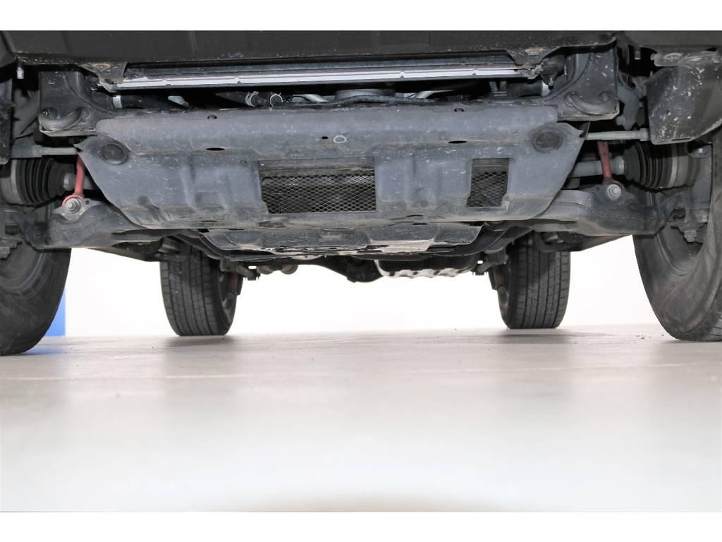 下回りも綺麗に保たれております☆ | トヨタ FJクルーザー 4.0 4WD SDナビ 純正ルーフラック