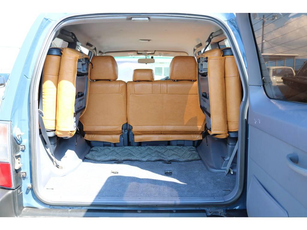 ラゲッジスペースも広々!荷物も積み放題!3列シートもございますので、ファミリーのお客様にもとても人気のある1台です♪   トヨタ ランドクルーザープラド 2.7 TX 4WD ナロー仕様 2インチUP