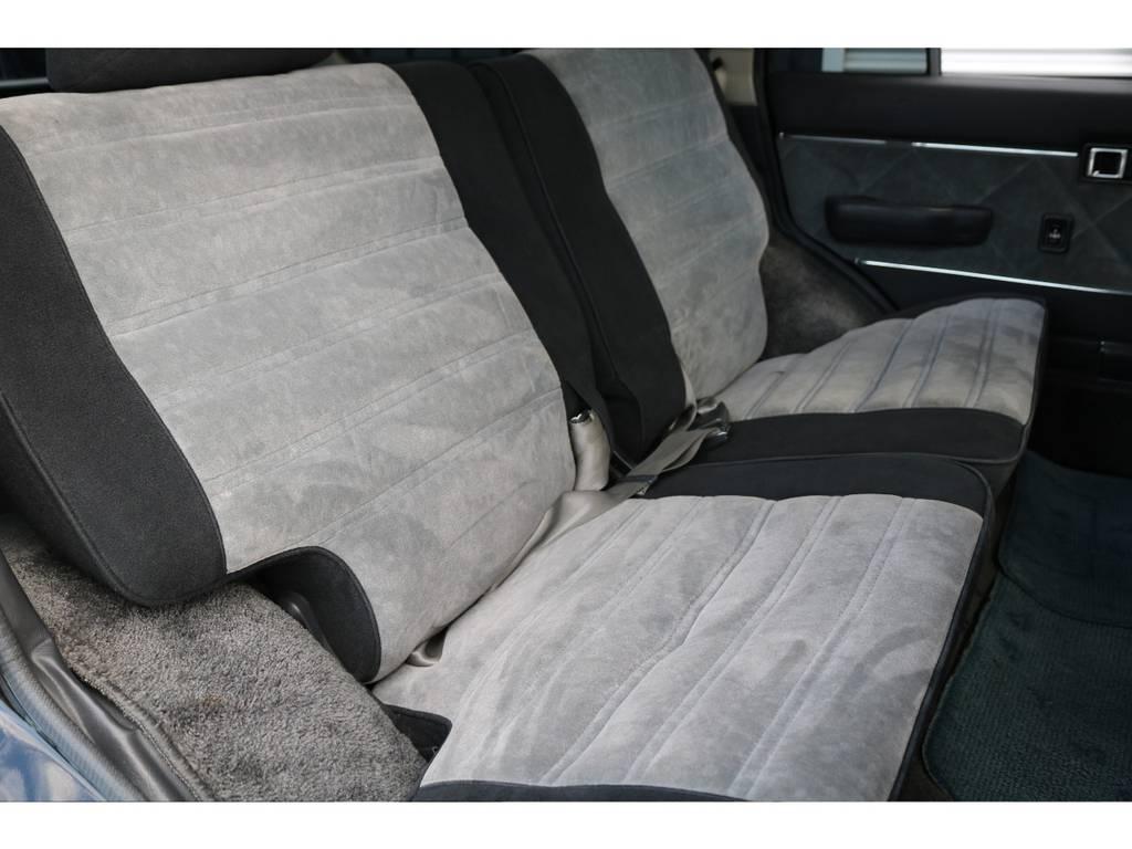 後部座席も綺麗に保たれております☆ | トヨタ ランドクルーザー60 4.0 VX ハイルーフ 4WD 平屋根換装 全国登録OK