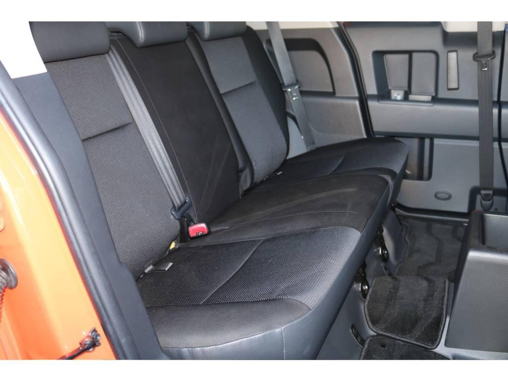 後部座席はリクライニングはしないのですが充分な広さが御座います☆