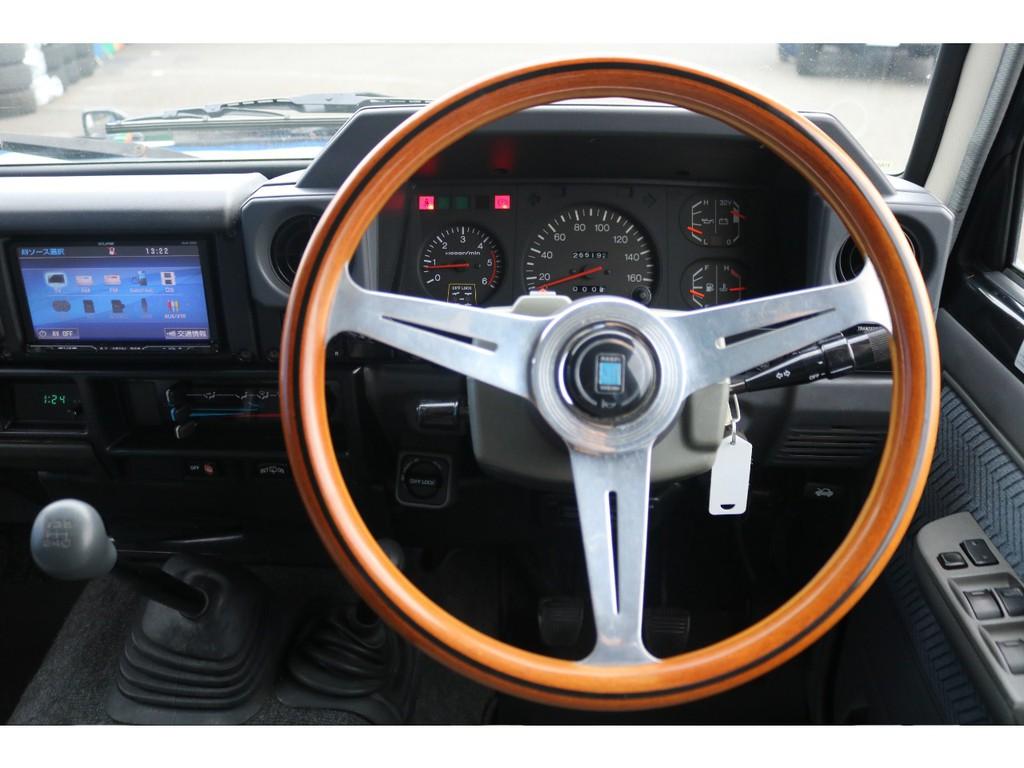 恐らくオーナーさんが1番長く滞在する場所はココ運転席でしょう!この車を運転してどこへ行こう?何をしよう?とイメージしてみてください★考えただけで楽しくなりますね♪