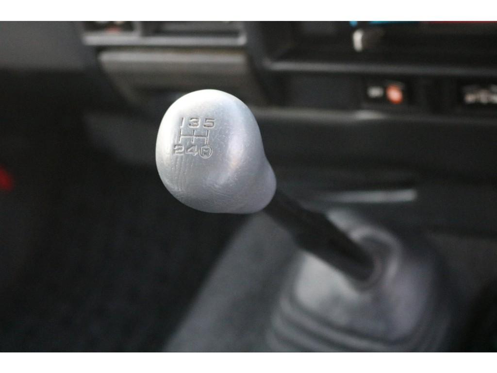 70系では特に人気の5速マニュアルミッションです!エンジンの鼓動をダイレクトに感じ、運転している楽しみを味わいたい方にはぜひともオススメです♪