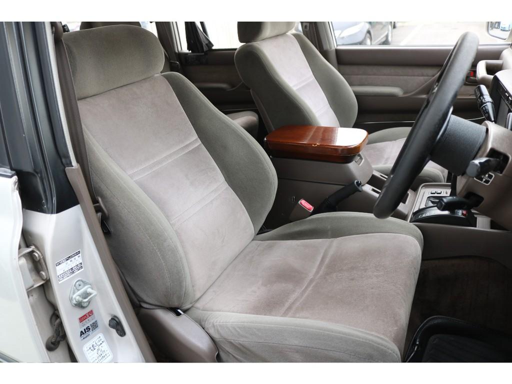 VXリミテッド専用のエクセーヌシートは肌触りの良い高級感あるシート生地です!シートカバーの取付もご相談下さい☆