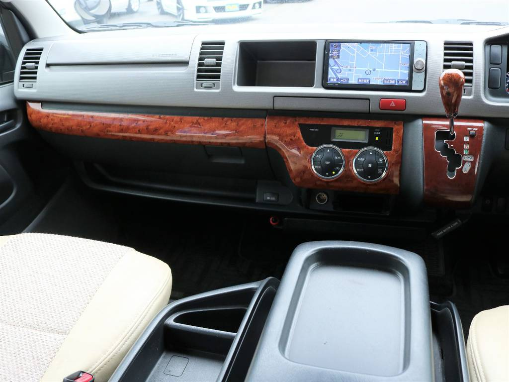 木目調インテリアパネル装着済みで高級感を演出しています! | トヨタ ハイエースバン 2.7 スーパーGL ワイド ロング ミドルルーフ 4WD CoastLines