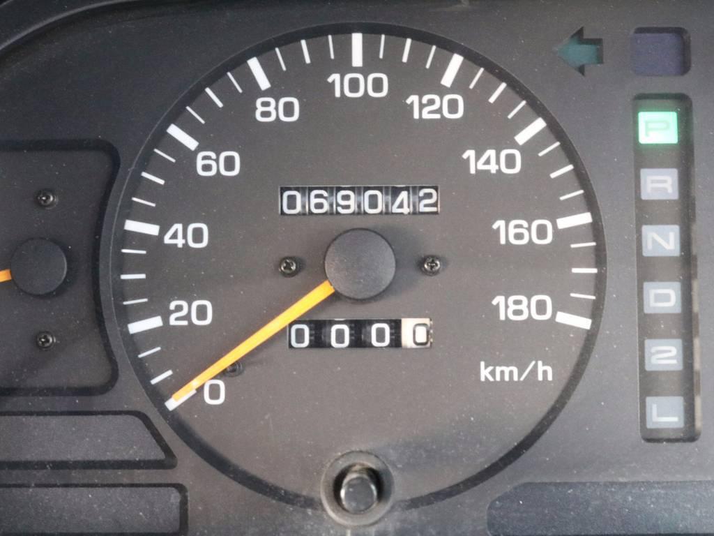 69000キロとランクルとしては、低走行で程度も良好です。