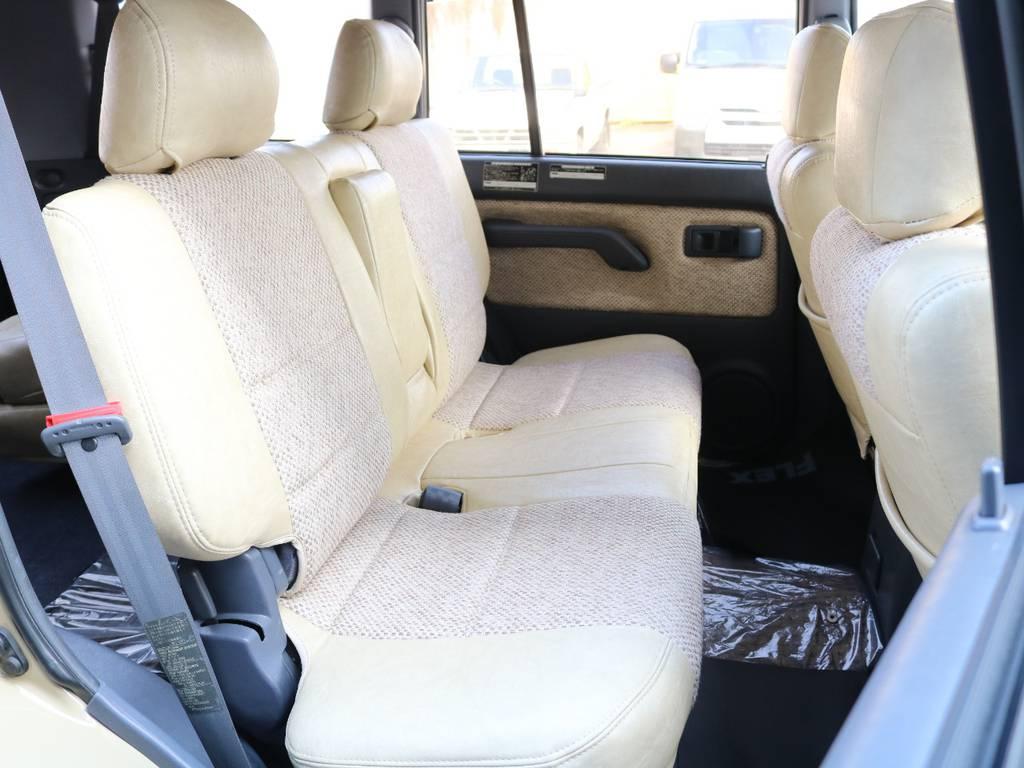 もちろん後部座席もシートカバー装着☆ | トヨタ ランドクルーザープラド 3.0 TX リミテッド ディーゼルターボ 4WD 【AMERICANCLASSIC】