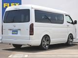 常時25台以上の展示車両、全国700台以上のハイエースからお取り寄せ! ハイエースのことはハイエース専門店のFLEXハイエース神戸店にお任せください!