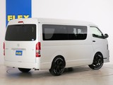 常時25台以上のハイエース展示車数。FLEX全国700台のハイエースからお取り寄せ! ハイエースをお探しならまずはFLEXハイエース神戸店へ!