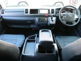 内装アレンジ済みの4WDハイエースワゴンGLを入庫致しました♪