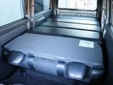 便利な分割式ベッドキットを装備!