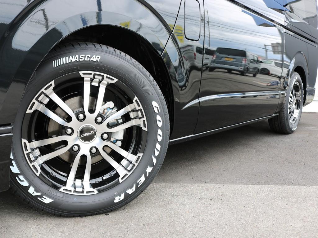 足元にはFLEX専用ホイールDELF02 17AWを装着! タイヤはナスカーホワイトレタータイヤを装着済みです!