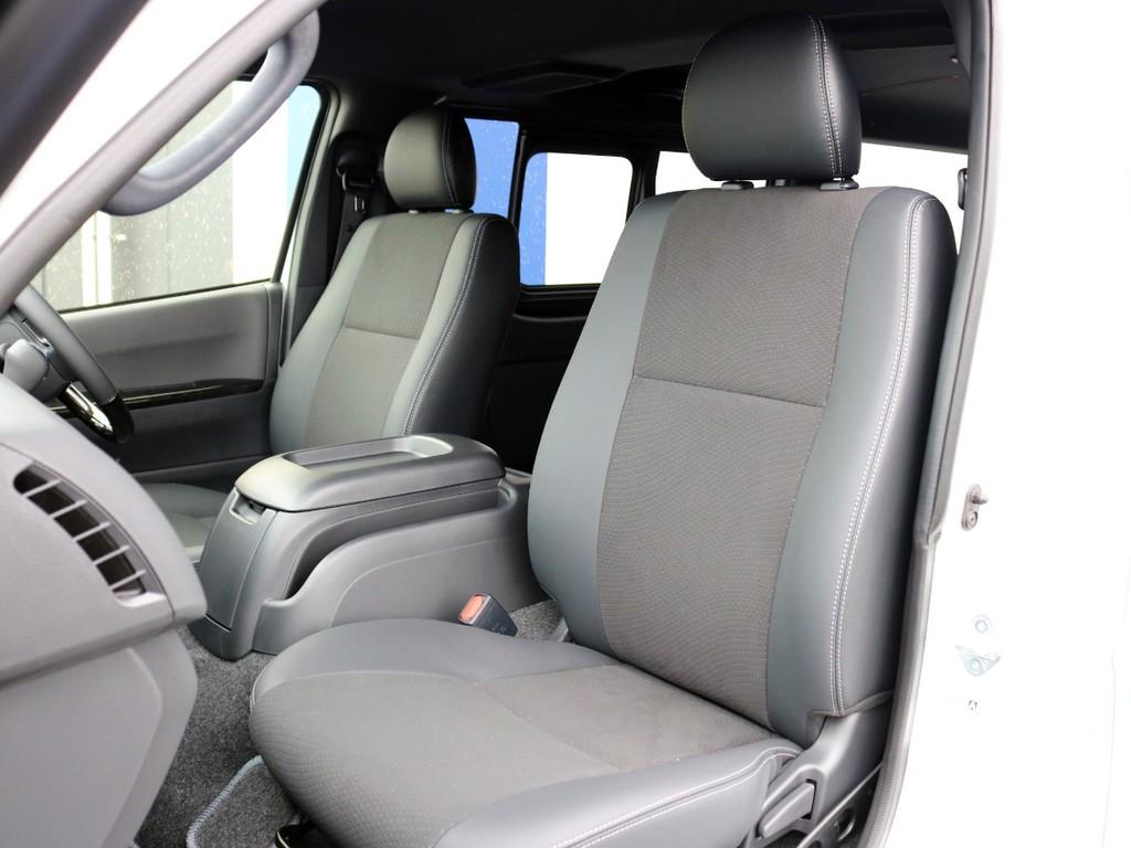 特別仕様車ダークプライムⅡの特徴ともいえるハーフレザーシートです。このまま使用するのも、シートカバーを装着して保護するのも貴方次第!