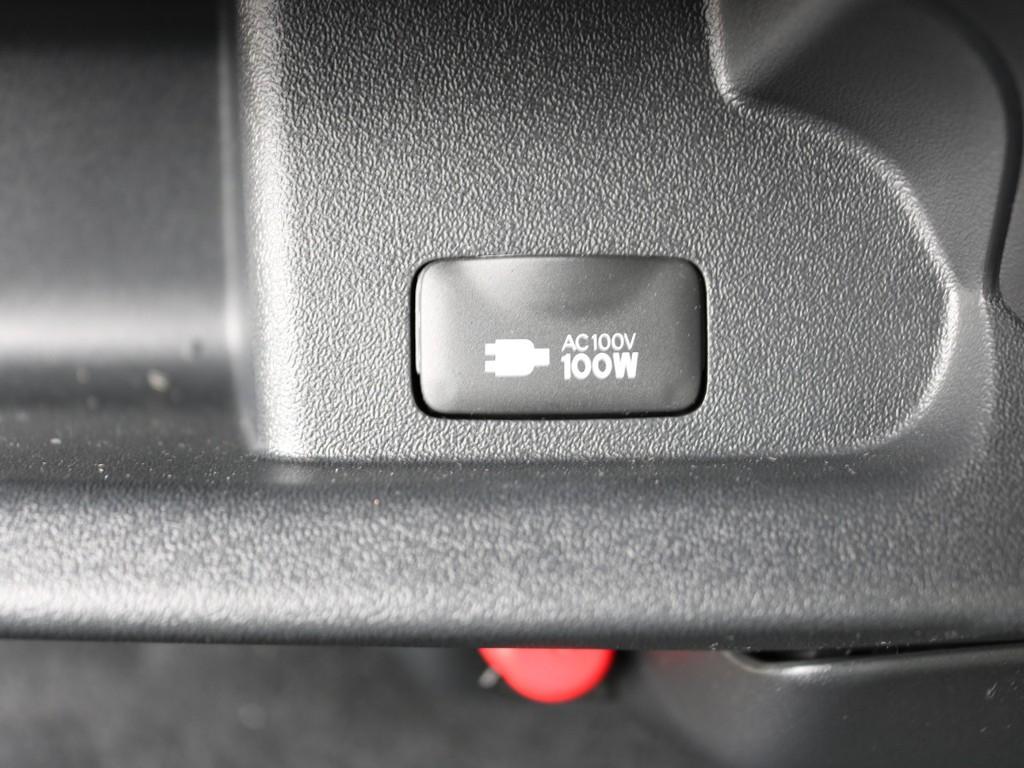 あると便利なアクセサリーコネクター(AC100V)も設置されています。