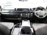新車未登録 ハイエース ワゴンGL2WD トヨタセーフティセンス搭載モデルです! メーカーオプションとして新たに加わったデジタルインナーミラー・PVM・インテリジェントクリアランスソナーを装着済み!