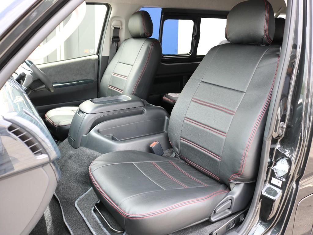 シートにはFLEXオリジナルのレザー調シートカバーを装着しています。赤ステッチが黒の車体にぴったりです♪