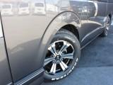 足元にはバルベロアーバングランデ16AWを装着! タイヤにはTOYOのH20を合わせてあります。