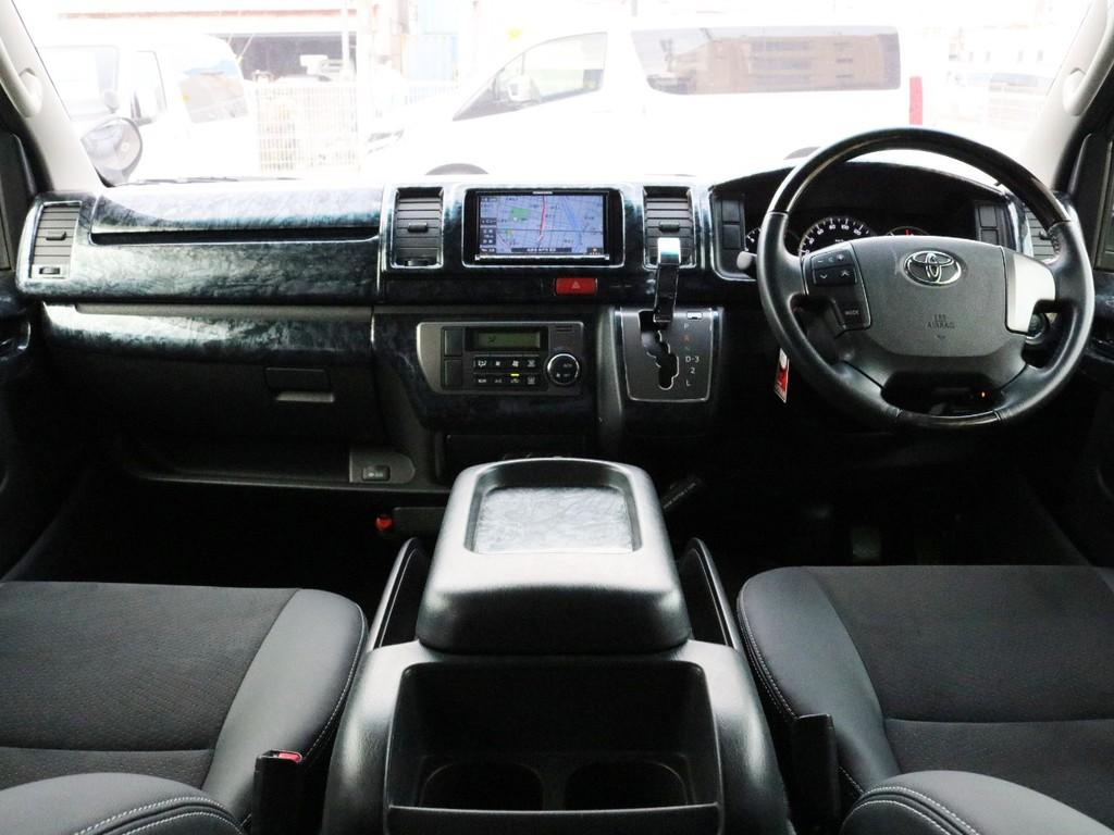 特別仕様車をベースに外装はESSEXフルエアロ・SD6_17AW、コプラスヘッドライト等を装着しグレーカラーを基調にカスタムコンプリートされた1台です!