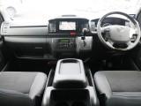 H28年式 レジアスエースV DARKPRIME 3.0DT 2WD 特別仕様車。走行距離はメーター交換前が22586km 交換後27992kmとなっております(メーター交換の証明書有)。