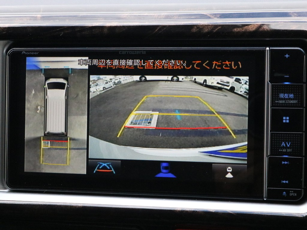 バックカメラも完備! バックカメラやパノラミックビューの映像はナビモニターに描写されます。
