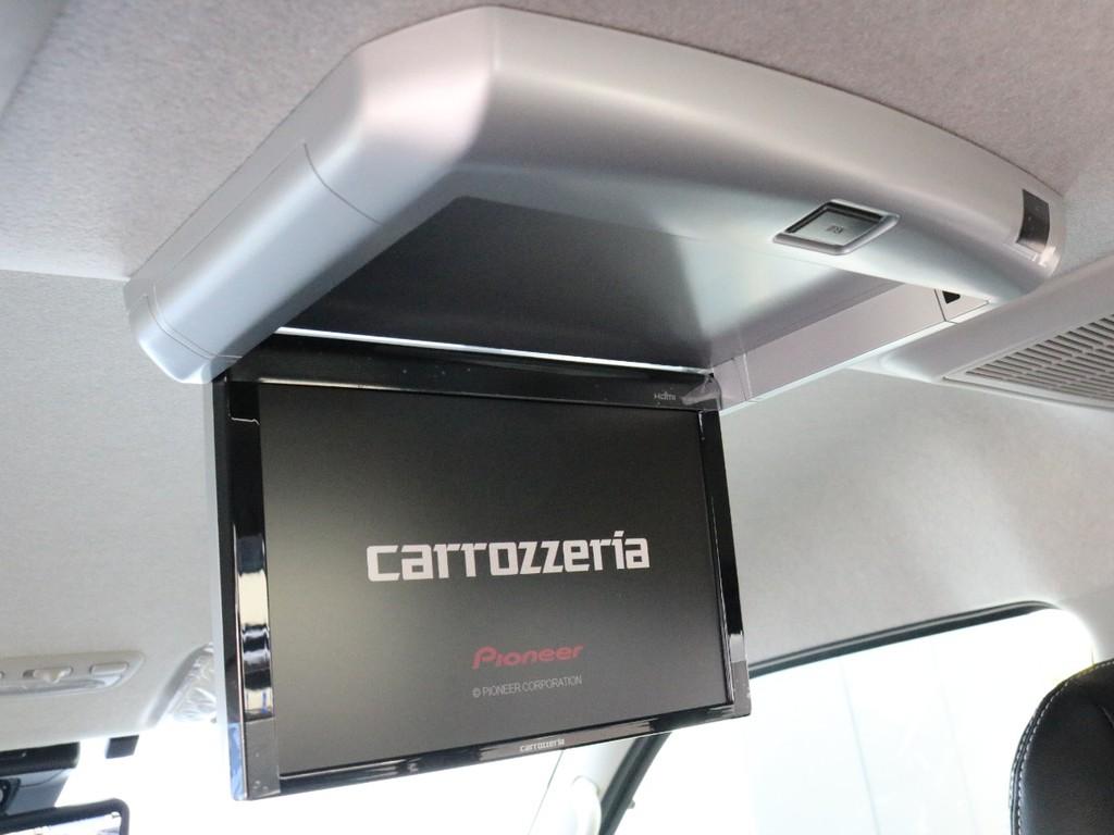 カロッツェリア フリップダウンモニターを完備! 後席に座るゲストを退屈させません!