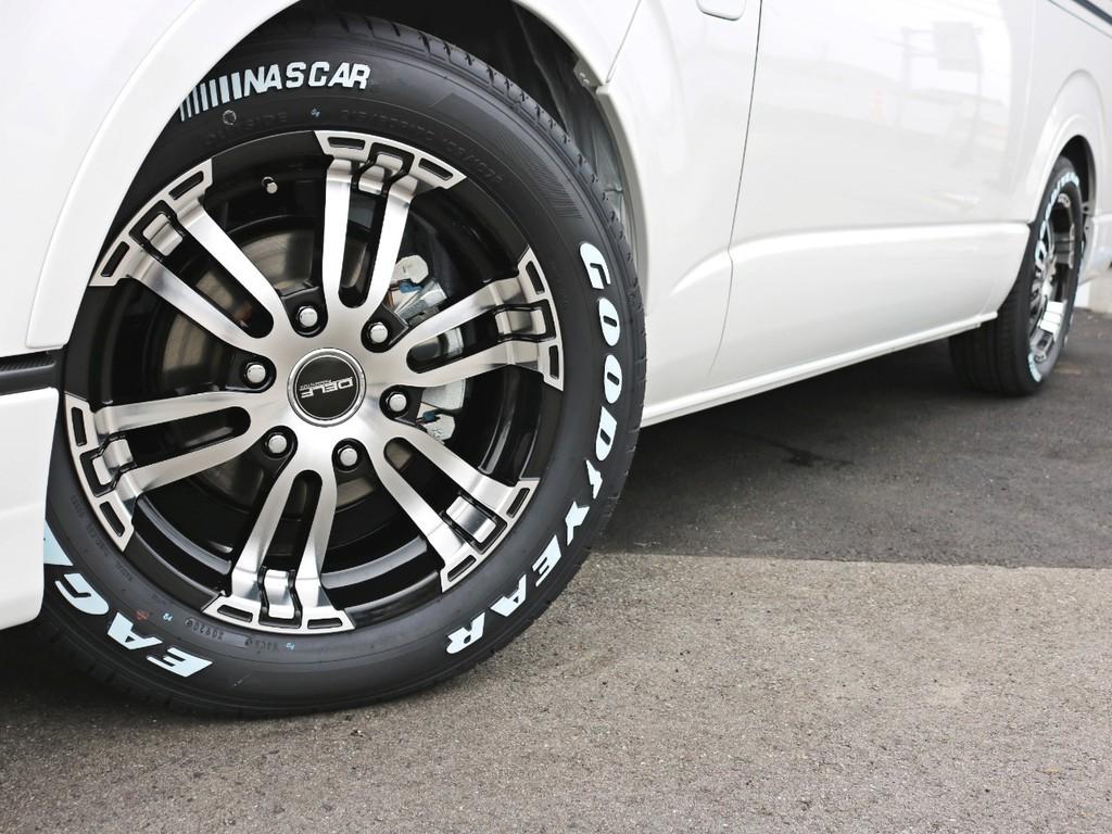 足元にはDelf02を装着! タイヤにはナスカーホワイトレタータイヤを合わせています。