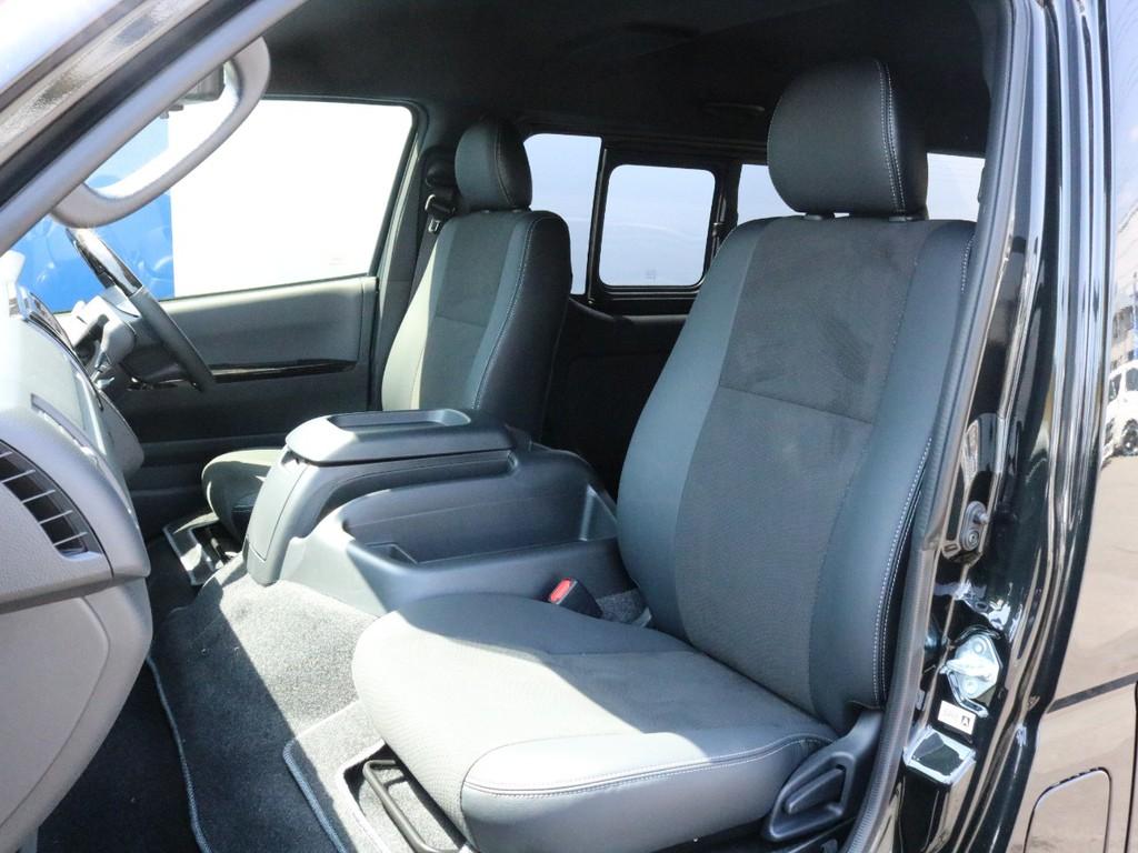ダークプライムⅡ特別仕様車なので専用のハーフレザーシートになっております。そのままハーフレザーシートを楽しむのも、追加でシートカバーを装着するのも貴方次第!