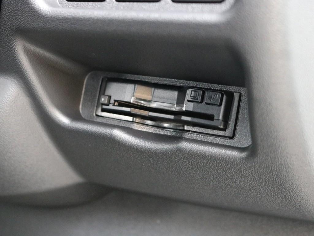 ハイウェイドライブの必需品ETCもビルトイン済み!