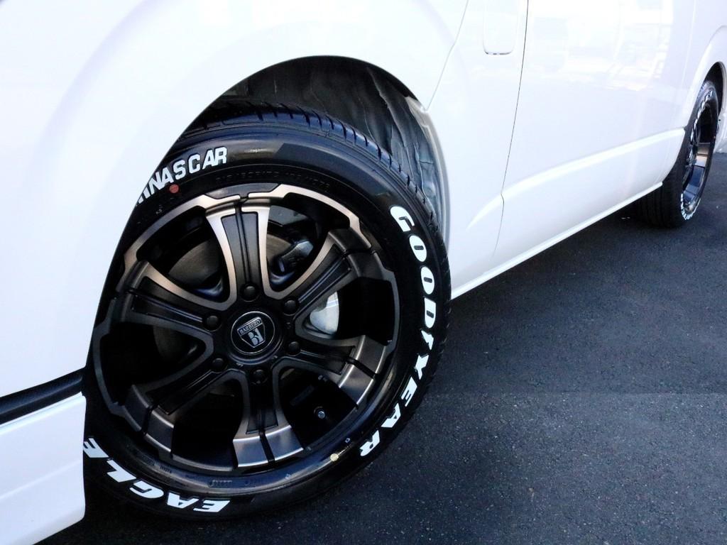 FLEX専用ワイルドディープス17インチアルミ&ナスカーホワイトレタータイヤを装着済み!