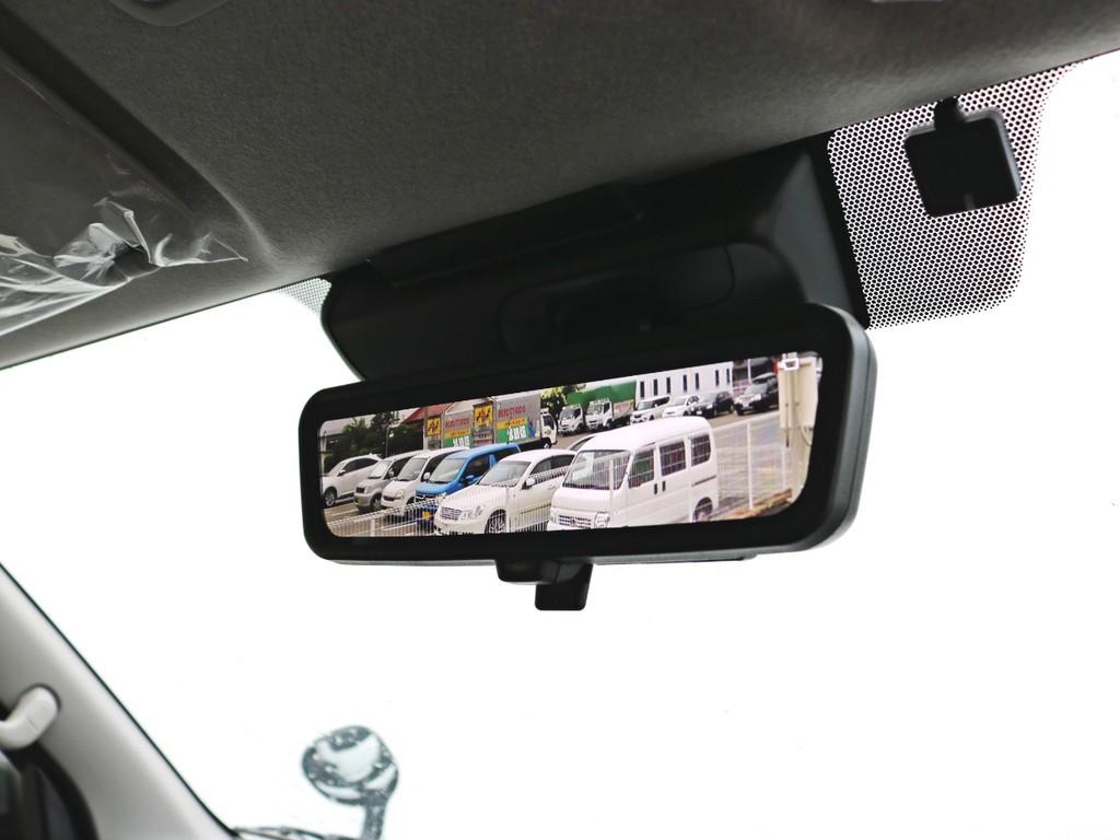 新たにメーカーオプションに加わったデジタルインナーミラーを装備。リアハッチ上部に設置されたカメラの映像がルームミラーに映し出されます。
