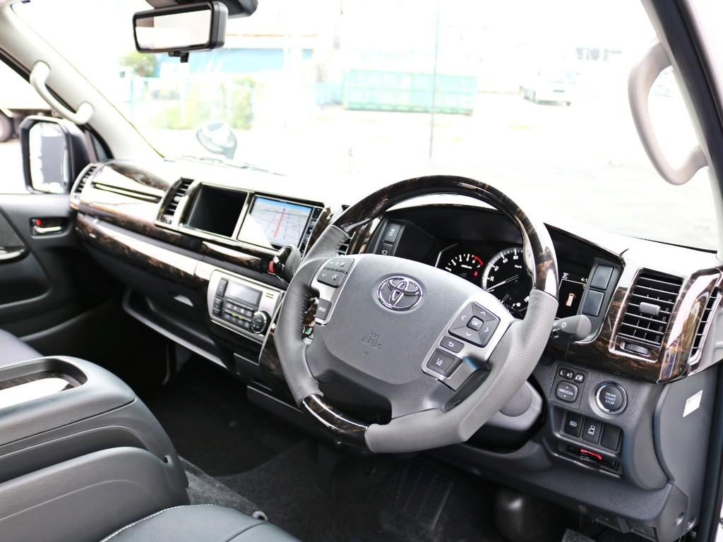 デジタルインナーミラー・PVM・インテリジェントクリアランスソナー等のメーカーオプションも多数完備! ダークプライムⅡ特別仕様車なのでコックピットも高級感に溢れています。