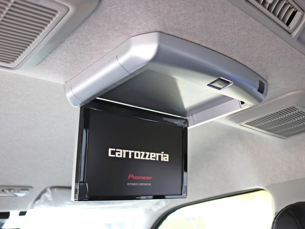 カロッツェリアSDフルセグ地デジナビ10.2型フリップダウンモニターを装着済み! 走行中のTV、DVDの視聴も可能なので長距離ドライブも快適にお過ごしいただけます。