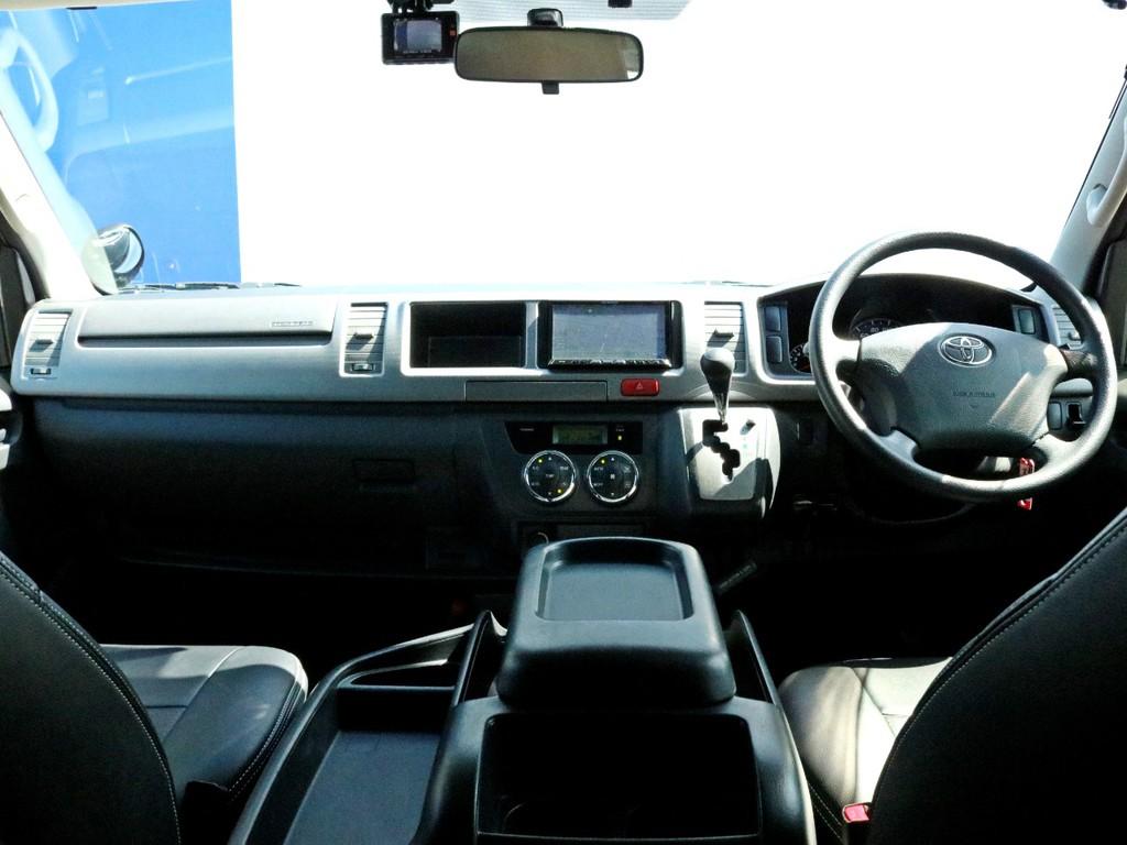 ワイドSGLをベースに、3rdシートにステルス製ベンチシートを搭載した8人乗り乗用登録構造変更車輛! バンをベースにしている為、通常ハイエースのワゴンには設定のない5ドア仕様! まさに希少車です!