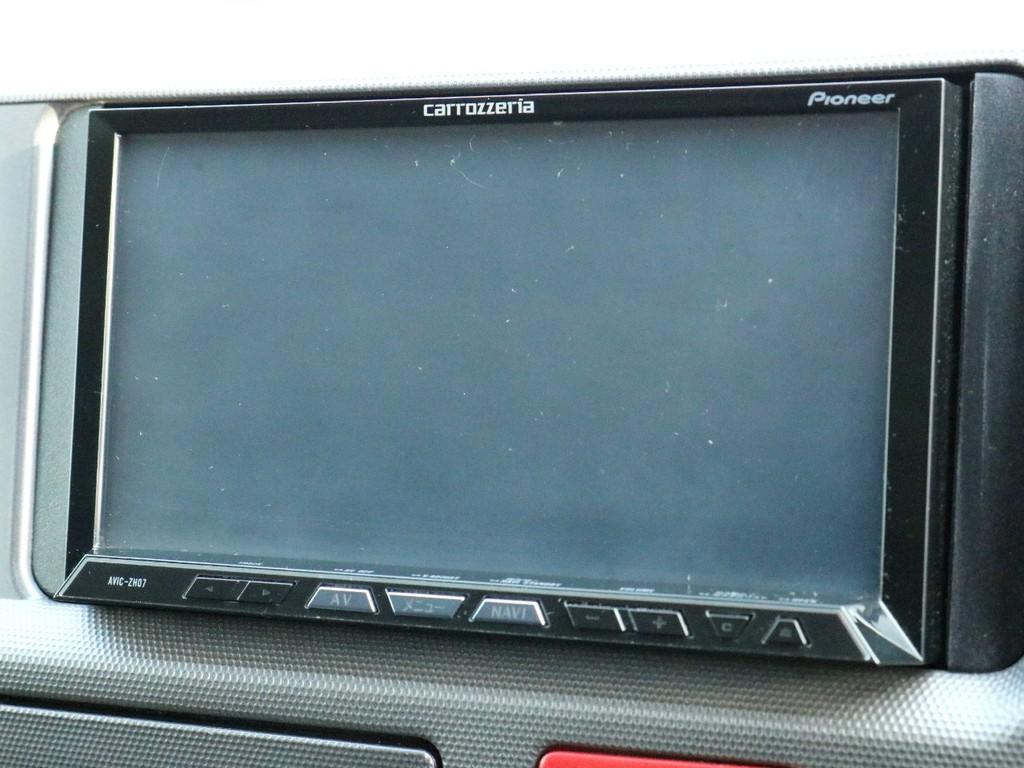 カロッツェリア楽ナビAVIC-RW800を完備! ナビとしては勿論、オーディオや映像モニターとしてもご活用頂けます。