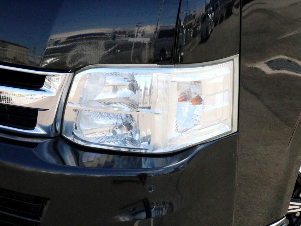 メーカーオプションのHIDヘッドライトも完備! 夜道を明るく照らしてくれます。