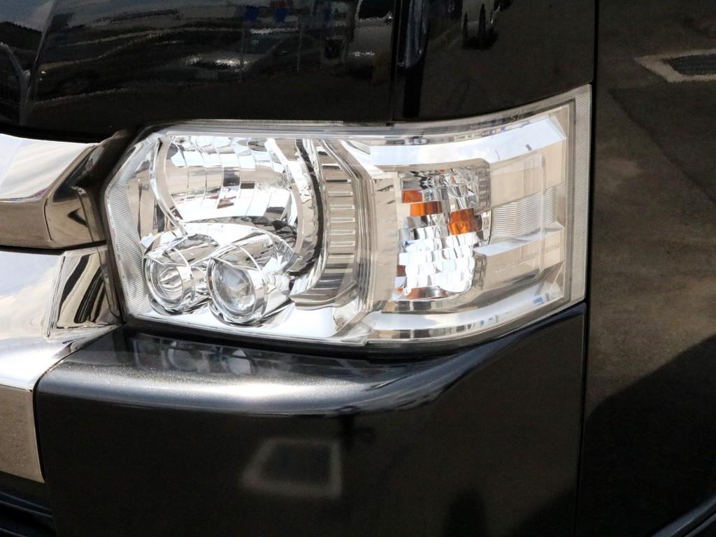 ダークプライム特別仕様車なのでLEDヘッドライトが標準装備されています。暗い夜道を明るく照らしてくれます。